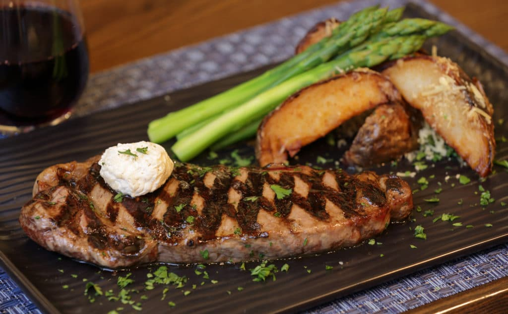 Rib with potatoes and asparagus